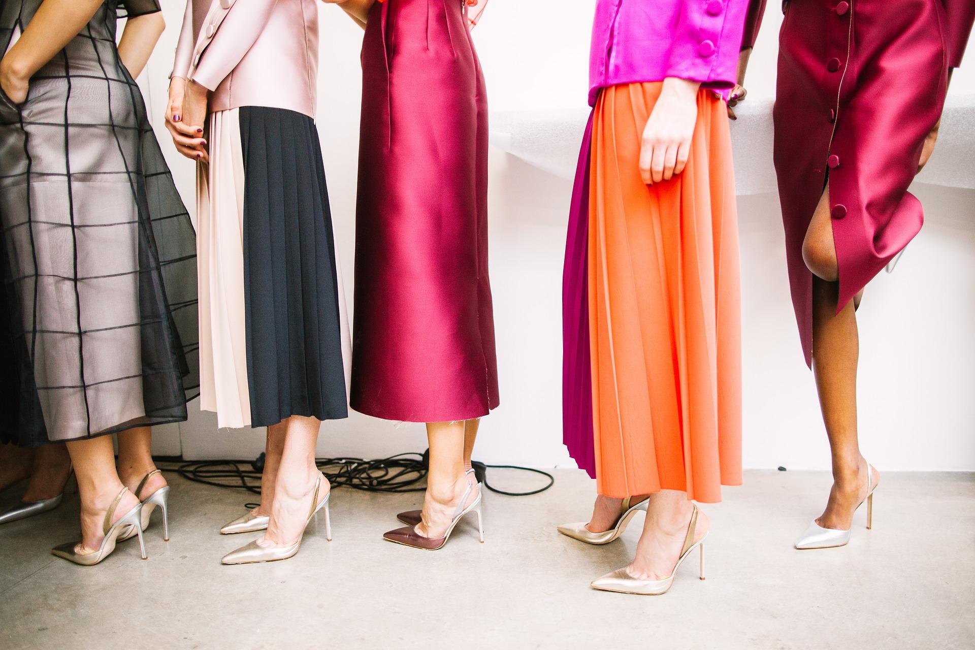 Exprima-ti feminitatea mai des prin pantofi de dama din piele si rochii